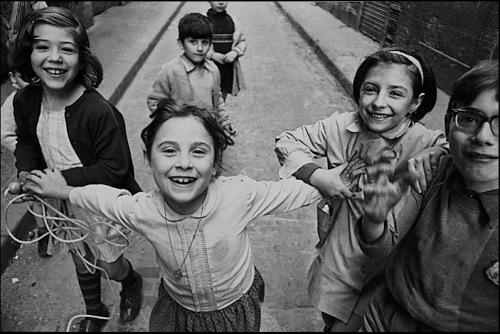 Street kids, Barcelona.1969 © Rob Walls 2013